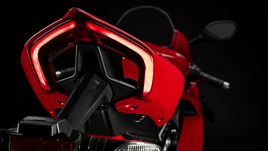 Panigale-V4-S-MY20-Red-06-Gallery-906x510